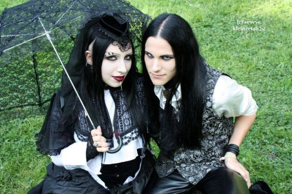 goth couple 27