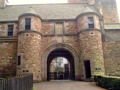 dean_castle_gatehouse