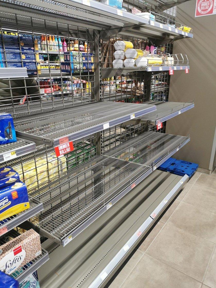 shelves-4937122_1280